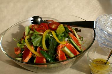 炙りサーモンの生野菜サラダ